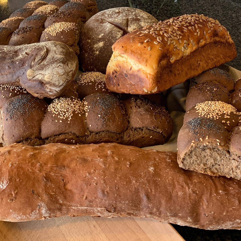 Brød og tilbehør ud af huset