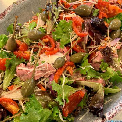 Luksusbuffet oksesalat med capers, soltørret tomat